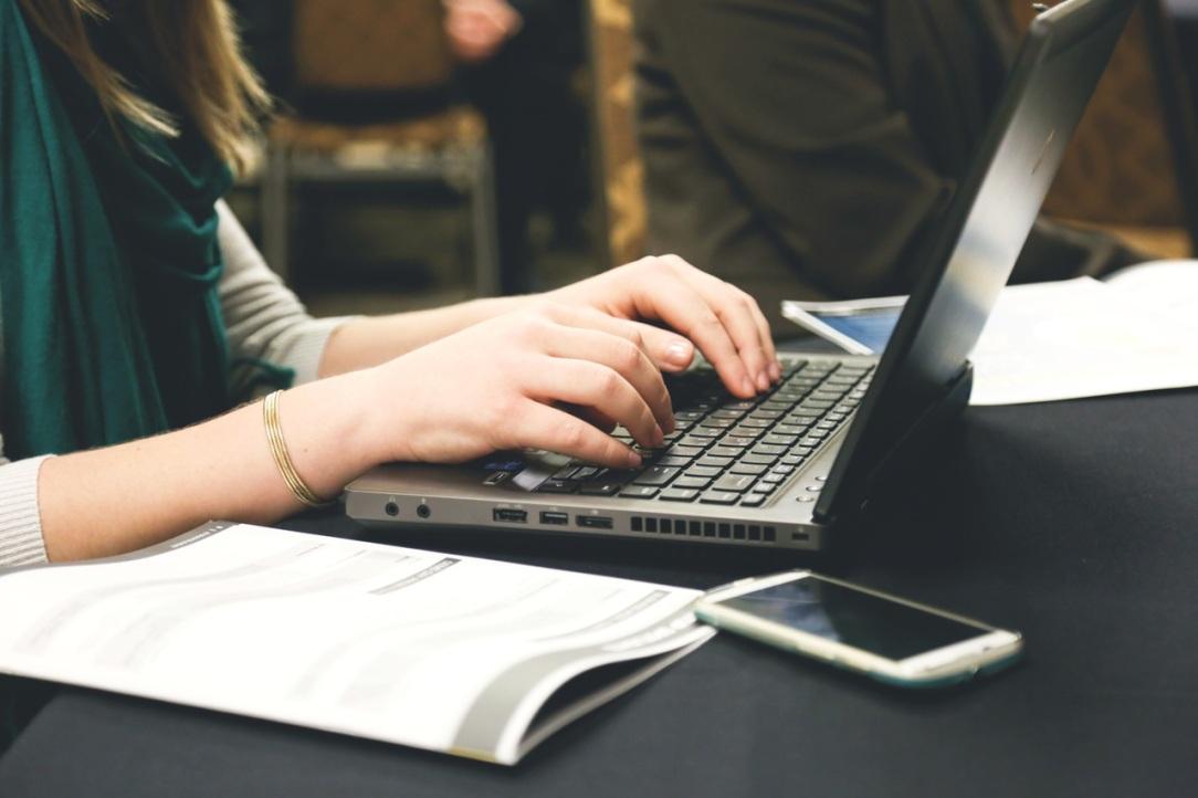 woman-typing-writing-windows